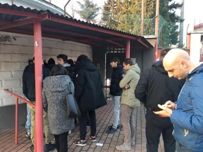Tifosi in fila fuori dal botteghino del Franco Ossola